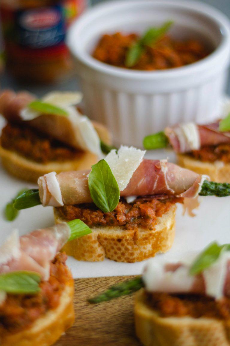 Asparagus-Prosciutto Crostini with Tomato Pesto